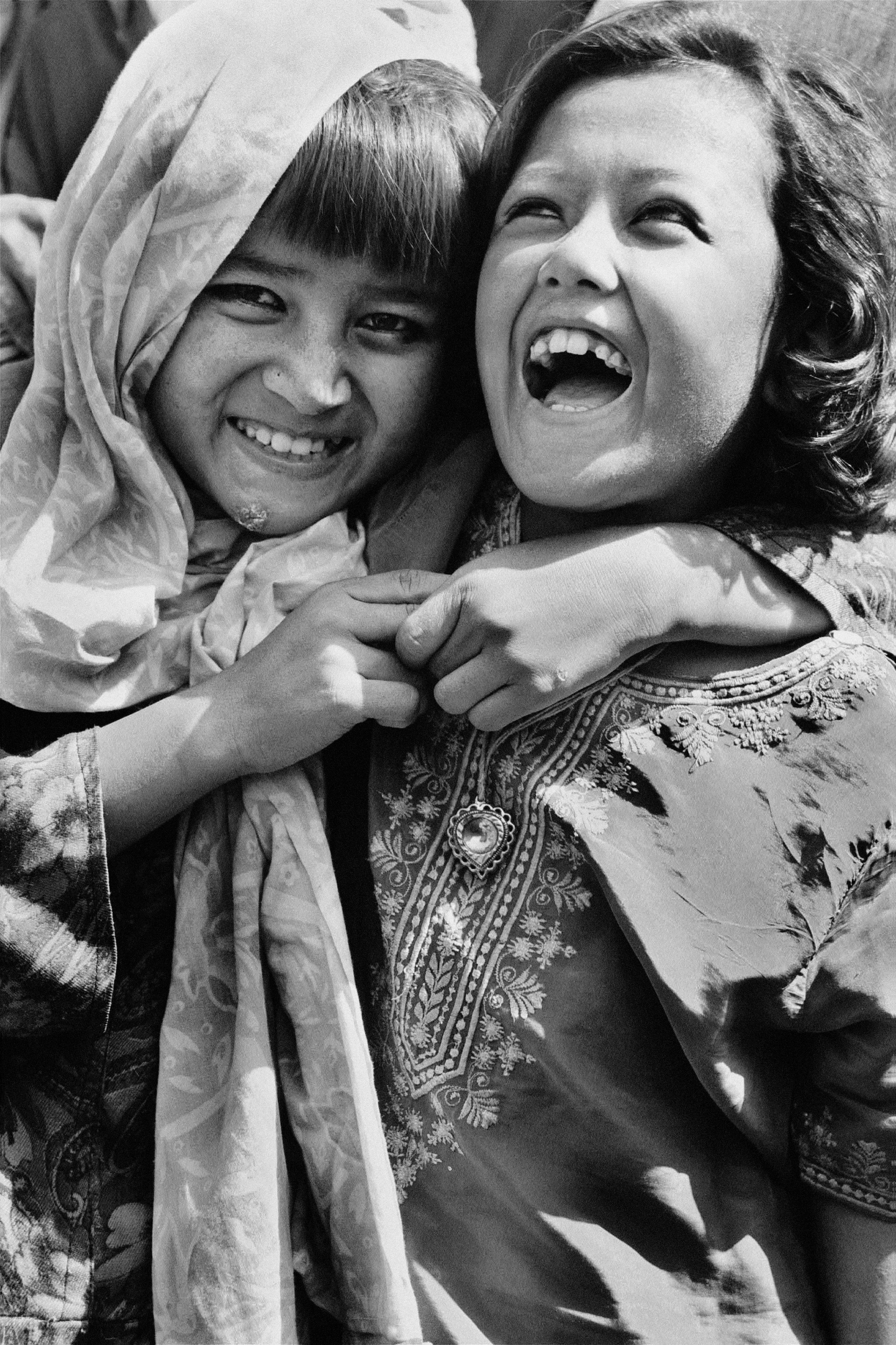 girls_laughing_2